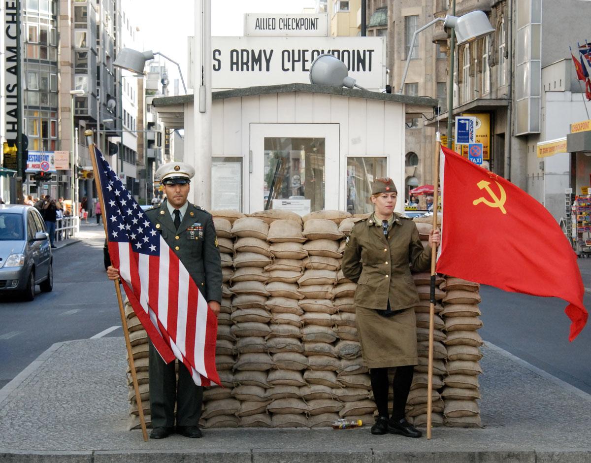 Berlin_Checkpoint_Charlie_089